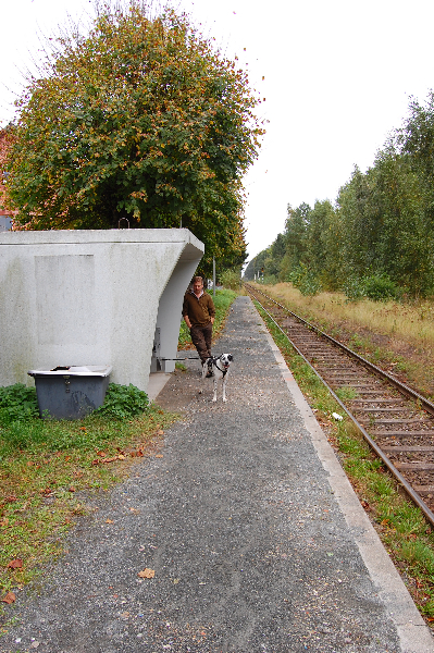 Warten auf den Zug mit dem Team Fjäll Räven